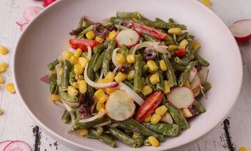 Συνταγή για χορταστική & πεντανόστιμη σαλάτα με φασολάκια