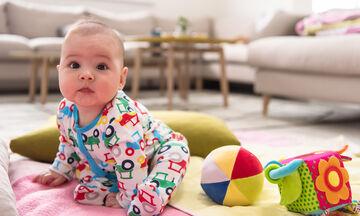 4 tips για να βοηθήσετε το μωρό σας να μάθει να κάθεται μόνο του & τι πρέπει να προσέξετε