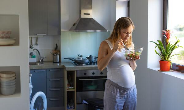 Ναυτία στην εγκυμοσύνη: Ποιες τροφές ανακουφίζουν από τα συμπτώματα;