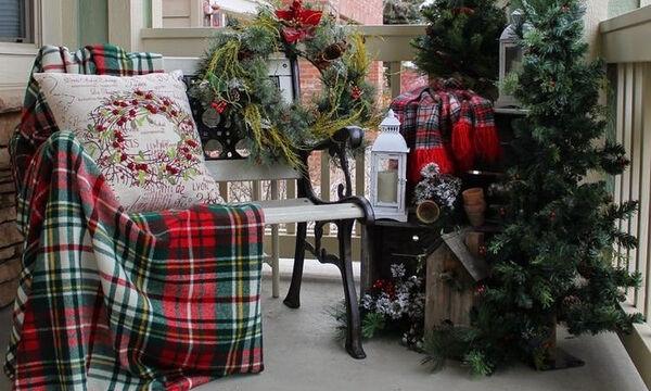 Χριστουγεννιάτικη διακόσμηση: Ιδέες για να κάνετε γιορτινό το μπαλκόνι σας (pics)