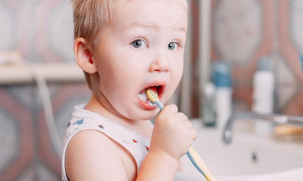Το ένα τρίτο των παιδιών δεν πλένουν τα δόντια τους κάθε μέρα σύμφωνα με νέα έρευνα