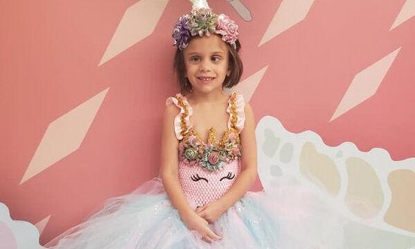 Γνωρίστε τη Lilli, το κοριτσάκι που εμφανίζεται με «πριγκιπικά» φορέματα σε κάθε χημειοθεραπεία