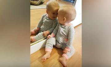 Δείτε τις αντιδράσεις μωρών όταν κοιτάζουν το είδωλό τους στο καθρέφτη (vid)