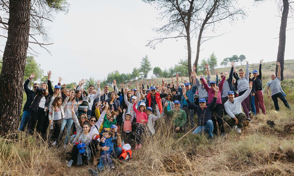 Οι εθελοντές της ΜΕΛΙΣΣΑ ΚΙΚΙΖΑΣ βοηθούν το περιβάλλον αναδασώνοντας καμένη δασική περιοχή!