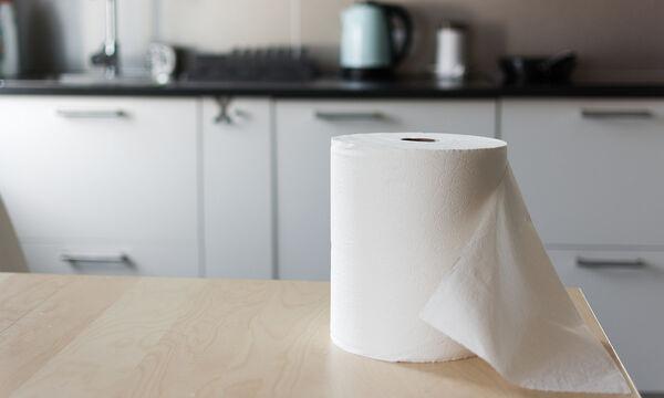 Τέσσερις χρήσεις του χαρτιού κουζίνας που θα σας εκπλήξουν (vid)