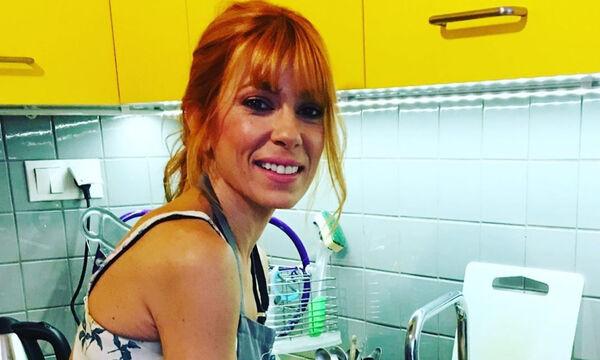 Η Μυρτώ Αλικάκη μαγειρεύει λουκάνικα με μανιτάρια και ταλαγάνι - Αυτή είναι η συνταγή