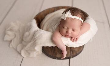 Δεκαπέντε φωτογραφίες με τα πιο όμορφα κοιμισμένα νεογέννητα μωράκια που έχετε δει (pics)