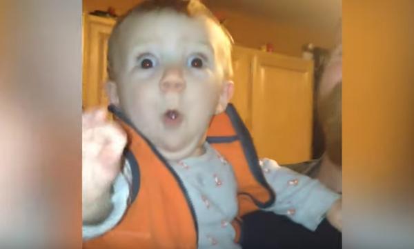 Οι απίστευτες αντιδράσεις μωρών όταν βλέπουν χριστουγεννιάτικα στολίδια (vid)