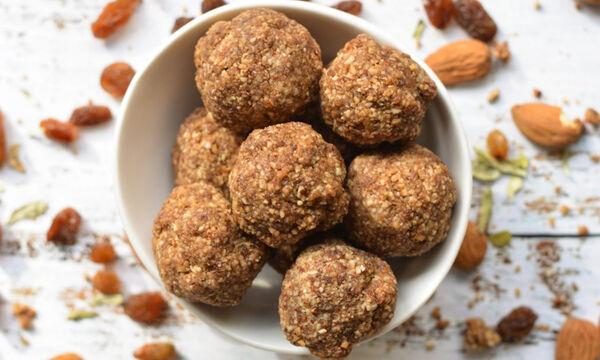Εύκολα και πεντανόστιμα vegan τρουφάκια με αμύγδαλο
