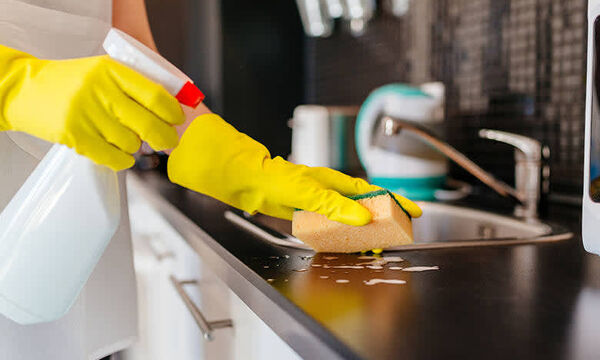 Τα hacks που θα σε βοηθήσουν να καθαρίσεις εύκολα το σπίτι μετά τις γιορτές