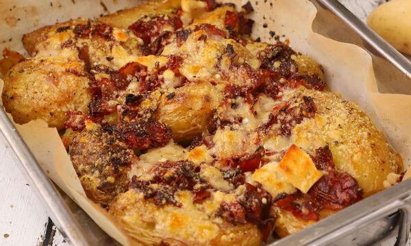 Συνταγή για ψητές πατάτες με μπέικον και παρμεζάνα