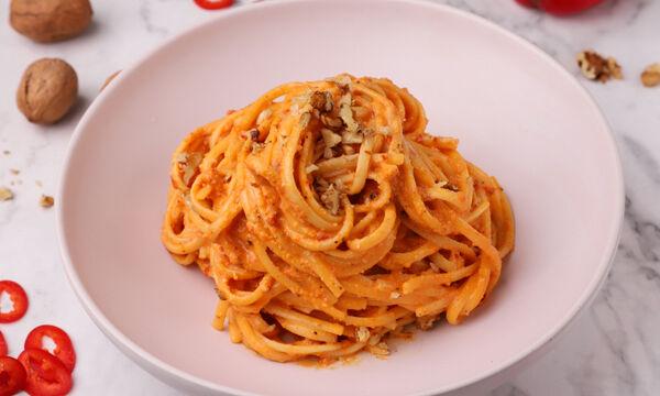 Συνταγή για λιγκουίνι με σάλτσα κόκκινης πιπεριάς