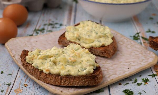 Συνταγή για δροσερή και πεντανόστιμη αυγοσαλάτα