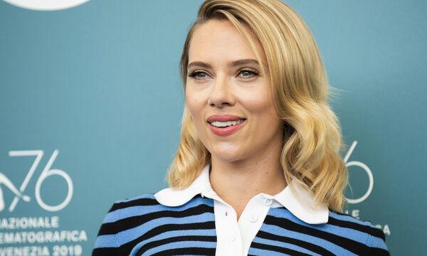Σε ποια πασίγνωστη χριστουγεννιάτικη ταινία έπαιξε η Scarlett Johansson όταν ήταν μικρή; (vid)