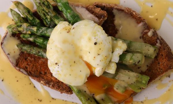 Σάλτσα βουτύρου με σπαράγγια και αυγό ποσέ - Ένα πιάτο που θα λατρέψετε