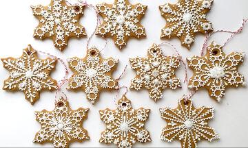 Εντυπωσιακά μπισκότα χιονονιφάδες - Δείτε πώς θα τα διακοσμήσετε (vid)