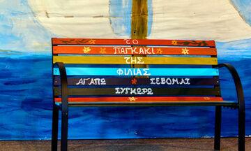 Το παγκάκι της φιλίας: Η υπέροχη ιδέα ενός μαθητή για την πρόληψη της μοναξιάς στα σχολεία (pics)