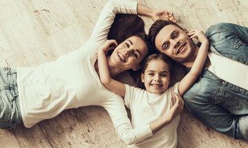 Πόσο σημαντικό είναι να δείχνουμε στα παιδιά μας ότι αγαπιόμαστε;