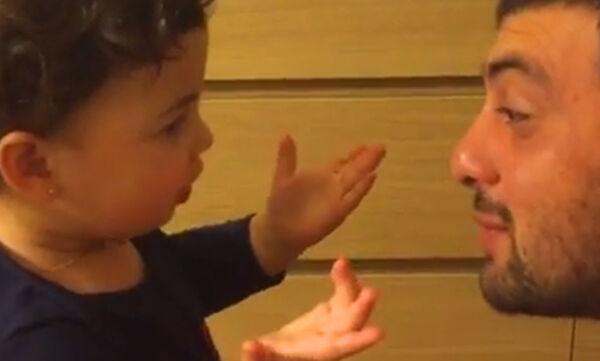 Μωράκια θυμώνουν με τον μπαμπά τους και το δείχνουν με απολαυστικό τρόπο (vid)