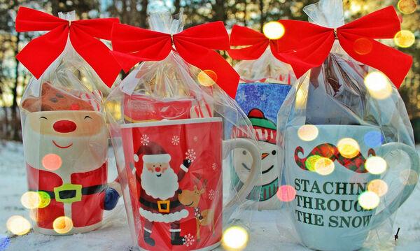 Χριστουγεννιάτικες κούπες: Οικονομικό και πρακτικό δώρο για τις γιορτές (vid)