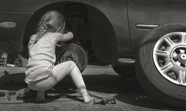 Μπαμπάς φωτογραφίζει την κόρη του για έναν πολύ συγκεκριμένο σκοπό (pics)