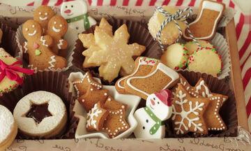 Χριστουγεννιάτικα μπισκότα: Διαφορετικές συνταγές & τρόποι διακόσμησης που θα σας ενθουσιάσουν (vid)