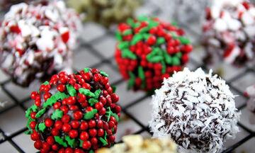 Συνταγές για εύκολα χριστουγεννιάτικα τρουφάκια σοκολάτας - Δοκιμάστε τα! (vid)