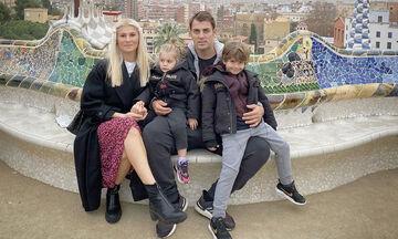 Στέλιος Χανταμπάκης - Όλγα Πηλιάκη: Δείτε πώς ταξίδεψαν τα παιδιά τους στο αεροπλάνο (pics)