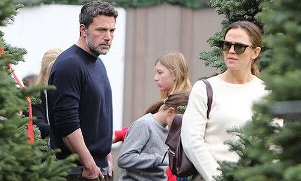 Ben Affleck -Jennifer Garner: Διαλέγουν χριστουγεννιάτικο δέντρο μαζί με τα παιδιά τους (vid)
