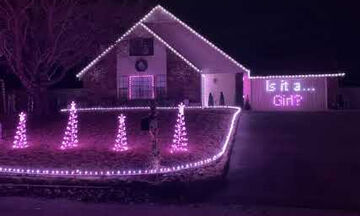 Εντυπωσιακό! Αποκάλυψαν το φύλο του μωρού χρησιμοποιώντας χριστουγεννιάτικα φωτάκια (pics +vid)