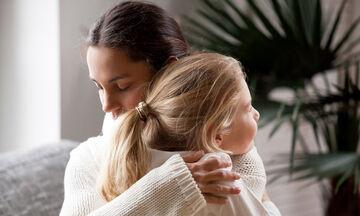 Ένα σπίτι για κάθε παιδί: Τι έχει αλλάξει για την υιοθεσία με τον νέο νόμο