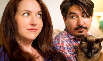 Εγκυμοσύνη: Περίεργα πράγματα που κάνουν τα ζευγάρια όταν υπάρχει γάτα στο σπίτι (vid)
