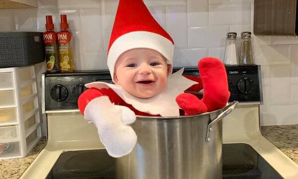 Mαμά ντύνει το μωρό της Ξωτικό των Χριστουγέννων & γίνεται viral (pics)