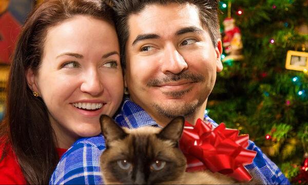 Περίεργα πράγματα που κάνουν τα ζευγάρια τα Χριστούγεννα