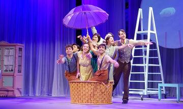 Η μωβ ομπρέλα: Πέντε λόγοι για να δείτε τη θεατρική παράσταση με τα παιδιά σας μέσα στις γιορτές