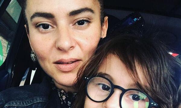 Ζενεβιέβ Μαζαρί: Η τρυφερή φώτο με τα παιδιά της & οι ευχές της για τις γιορτές (pics)