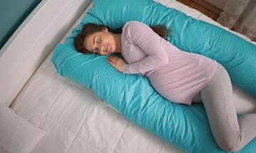 Πώς θα κοιμηθείτε σαν «πουλάκια» κατά τη διάρκεια της εγκυμοσύνης; (vid)