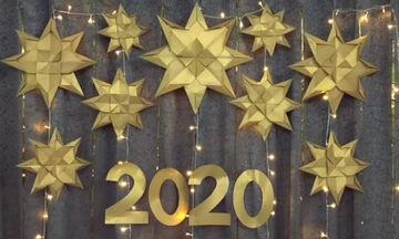 Ρεβεγιόν Πρωτοχρονιάς στο σπίτι; Ιδέες για την πιο λαμπερή & γιορτινή διακόσμηση (vid)