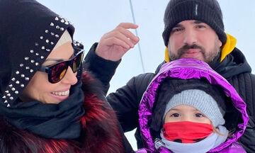 Σίσσυ Φειδά: Παιχνίδια στο χιόνι με την κόρη της - Φανταστικές φωτογραφίες (pics)