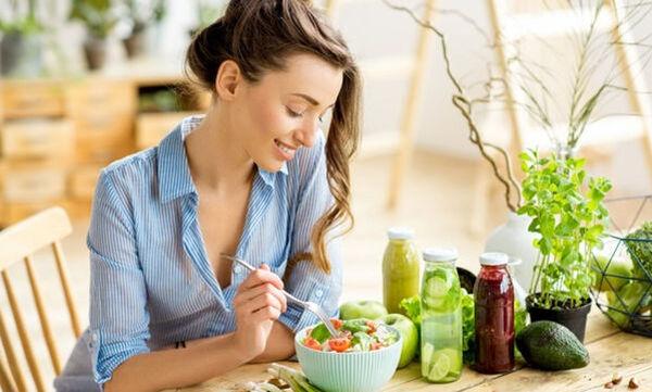 Διατροφικά tips για να επανέλθουμε στο σύνηθες βάρος μας μετά τις διακοπές των Χριστουγέννων
