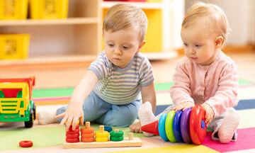 Τέσσερις τρόποι για να βοηθήσετε το παιδί σας να κάνει φίλους (pics)