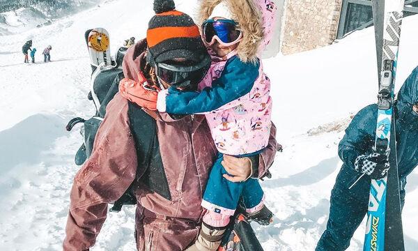 Στα χιόνια με την δύο ετών κορούλα της - Ποια είναι η διάσημη Ελληνίδα μαμά; (pics)
