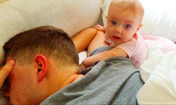 Ακούνε το ροχαλητό του μπαμπά τους και οι αντιδράσεις τους είναι απολαυστικές (vid)
