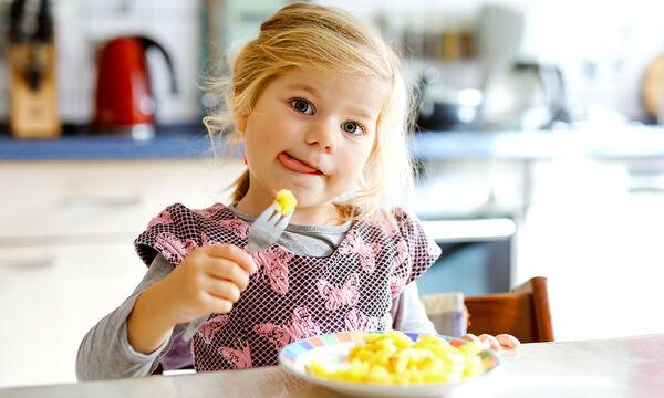 Δέκα μύθοι για την παιδική διατροφή που πρέπει να γνωρίζετε (vid)