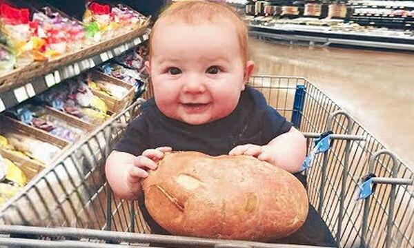 Όταν το μωρό πηγαίνει για πρώτη φορά για ψώνια με τη μαμά - Ένα βίντεο που πρέπει να δείτε! (vid)