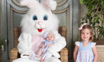 Παιδιά φωτογραφίζονται με το λαγουδάκι του Πάσχα και χαρίζουν άφθονο γέλιο (pics)
