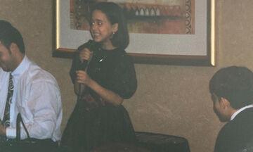 Αναγνωρίζετε την Ελληνίδα τραγουδίστρια της φωτογραφίας; (Pics)