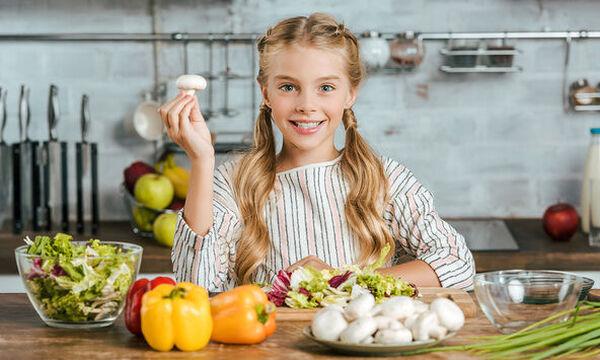 Πέντε απλές συνήθειες που θα βοηθήσουν το παιδί σας να τρώει σωστά και υγιεινά (pics)