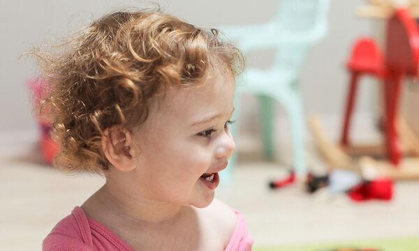 «Το παιδί μου τραυλίζει» - Πόσο σύνηθες είναι το τραύλισμα στα νήπια & ποια τα αίτια; (pics)