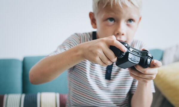 Μήπως το παιδί σας το παρακάνει με τα video games; 3 σημαντικές επιπτώσεις που πρέπει να γνωρίζετε